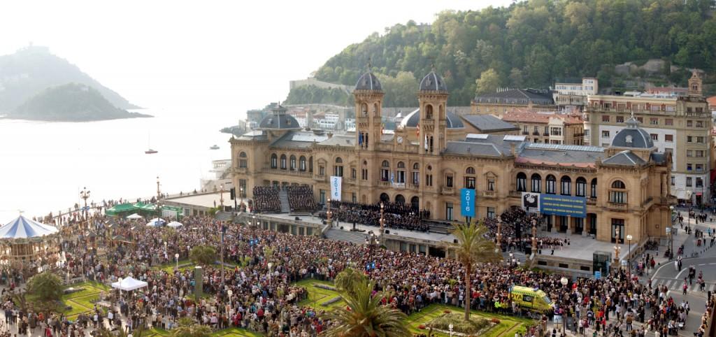 Veranstaltung im Rahmen des Kulturhauptstadtprogramms  vor dem Rathaus von San Sebastián