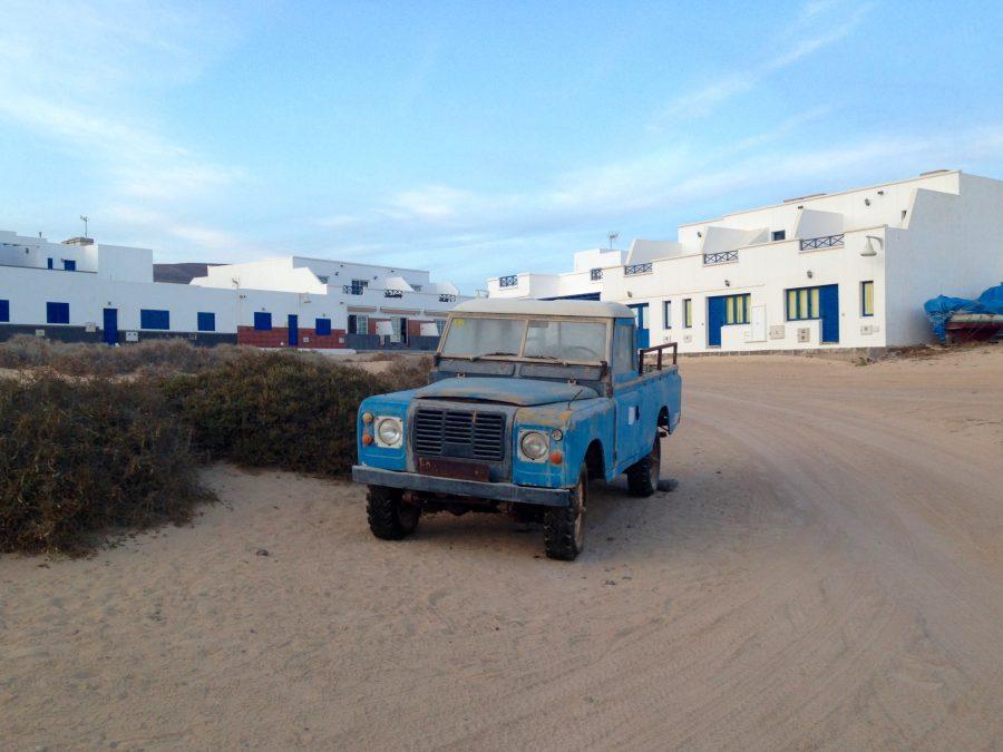 Rostige Autos und Sperrmüll müssten per Schiff nach Lanzarote gebracht werden. Das ist aber teuer.